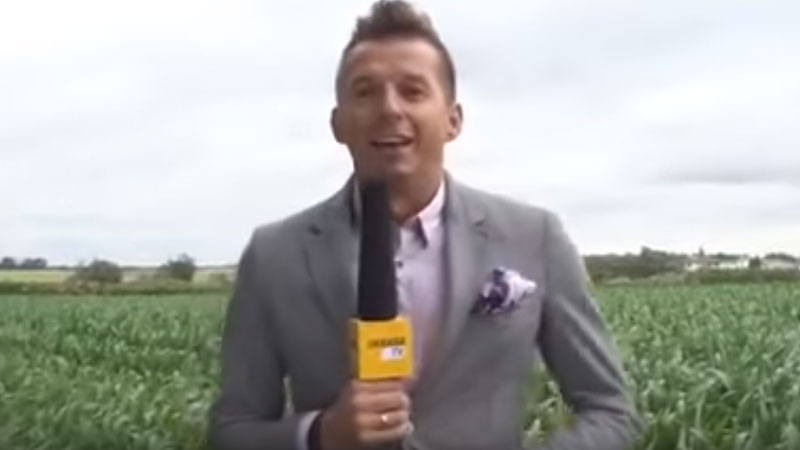 Rolnik przegonił z pola Karola Okrasę! Zobaczcie, jak znany kucharz uciekał przed rozgniewanym gospodarzem
