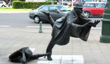Oto 11 niezwykłych rzeźb, które zdobią ulice miast. Prace zaskakują pomysłowością i zmuszają przechodni do refleksji