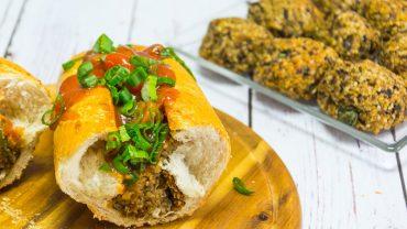Wegańskie klopsiki w bagietce. Wypróbuj ten przepis i zaskoczysz swoich znajomych bezmięsnym, ale smakowitym daniem!