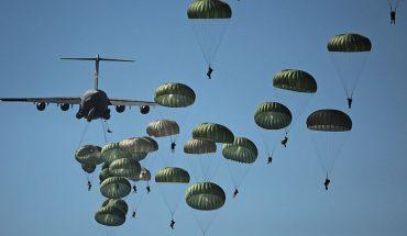 Polskiemu skoczkowi zaciął się spadochron podczas desantu w ramach ćwiczeń Anakonda! Zobaczcie nagranie video