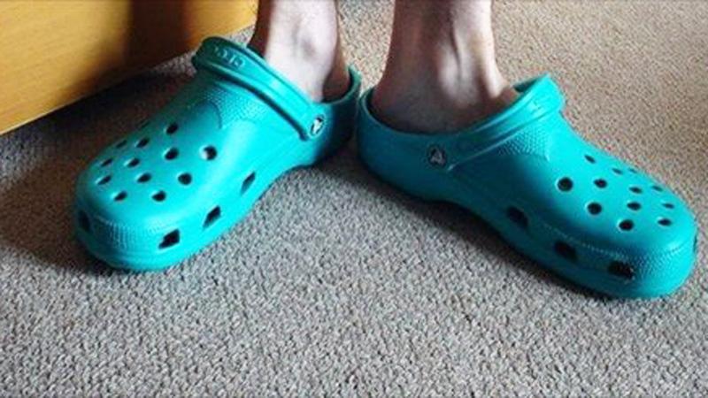 Jeśli twoje dziecko będzie chciało chodzić w takich butach, natychmiast przemów mu do rozsądku! Nie popełnij podobnego błędu jak ci rodzice!