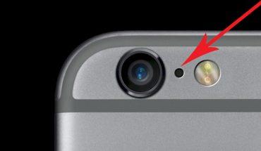 Czy wiesz, po co jest maleńka dziurka obok aparatu w telefonie?