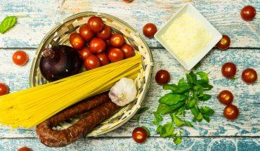 Jednogarnkowe spaghetti z chorizo w kilka minut! Tego dania nie da się zepsuć :D