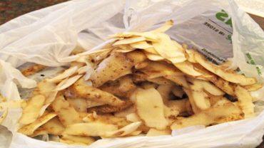 Nie wyrzucaj skórek z ziemniaków! Są bardziej wartościowe niż same warzywa!