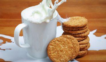 Pyszne alternatywy dla krowiego mleka, które przygotujesz samodzielnie w domu