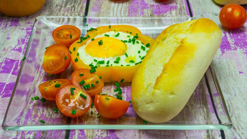 Kreatywne śniadanie - jajka sadzone w paprykowych krążkach!