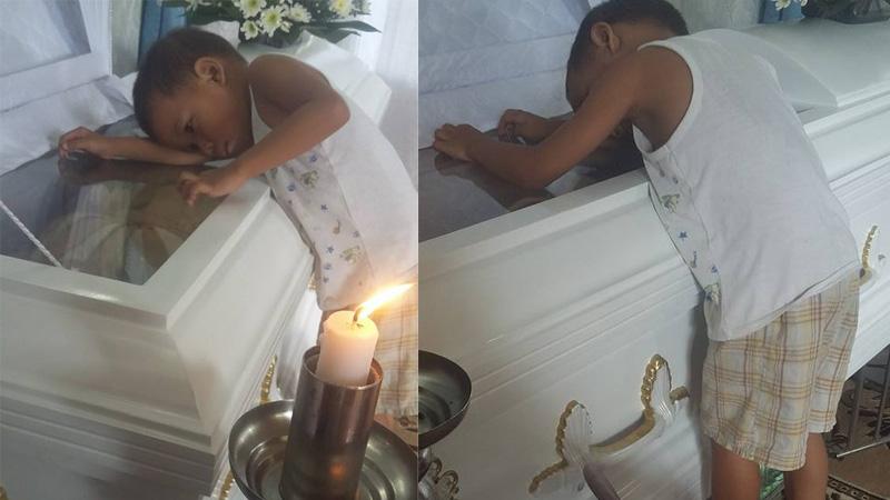 Te zdjęcie chłopca przytulającego się do trumny matki wstrząsnęło wszystkimi, lecz to nie całość smutnej historii!