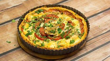 Tarta z pomidorami i serem brie