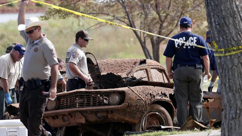 Wybrali się na zwykłe ćwiczenia i odkryli 2 wraki samochodów, gdy je wyciągnęli nie wiedzieli, że skrywają tajemnicę sprzed 40 lat!