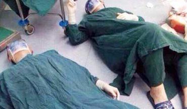 Po 32 godzinnej operacji lekarze ze zmęczenia zasnęli na podłodze. Nie sposób być obojętnym na to, co się zobaczyło.