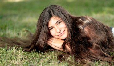 Masz suche włosy? Sprawdź, jakie czynności wysuszają włosy oraz poznaj sposoby pielęgnacji przesuszonej czupryny