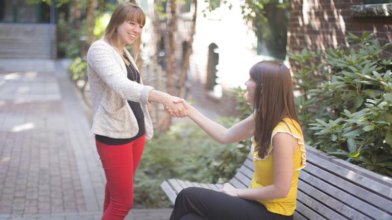 Dzięki takim zachowaniom zrobisz dobre pierwsze wrażenie i pokażesz innym, że jesteś wartościowym człowiekiem!
