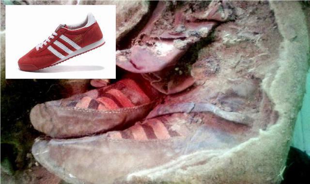 Ludzie mogą podróżować w czasie. Według niektórych odkryta mumia ma być tego dowodem. Czy jej buty to rzeczywiście Adidasy?