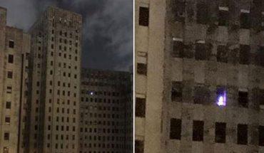 Czy dziwne światło w oknie opuszczonego szpitala to zjawisko paranormalne, czy tylko głupi żart?