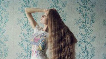 Ta dziewczyna nie obcinała włosów od 2003 roku! Fryzura jaką ma dziś jest imponująca!