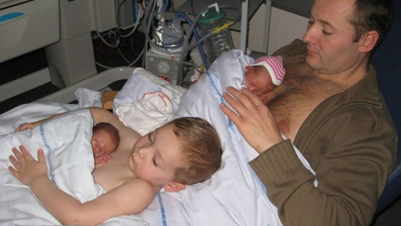 Dzięki pomysłowi lekarza i miłości brata maluszki mają szansę na życie! Ta historia topi serce!
