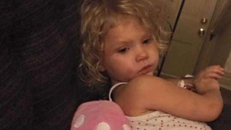 Zostawiła dzieci pod opieką sąsiadki, ta uznała z kolegami, że zabawnie będzie zamknąć dziecko w suszarce!