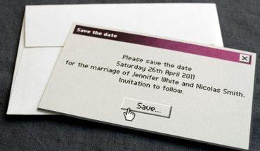 Zaproszenie na ślub nie musi być nudne! Zamiast gołąbków i obrączek można wręczyć gościom to!