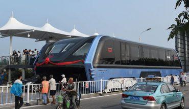 Super autobus przyszłości został zaprezentowany szerszej publiczności! Teraz korki nie będą już problemem!