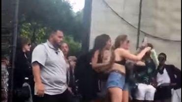 Córka prezydenta Baraka Obamy bawi się bez zahamowań. W tańcu celowo pokazała zgromadzonym ludziom pupę!