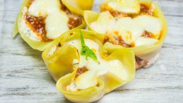Nadziewane babeczki z makaronu lasagne. Wyśmienity sposób na nowe danie