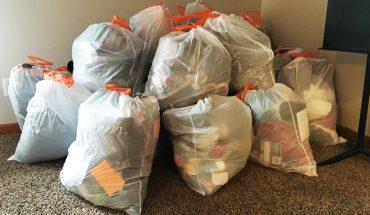 Córka nie chciała sprzątać swojego pokoju. Matka spakowała jej rzeczy do foliowych worków i wystawiła na sprzedaż