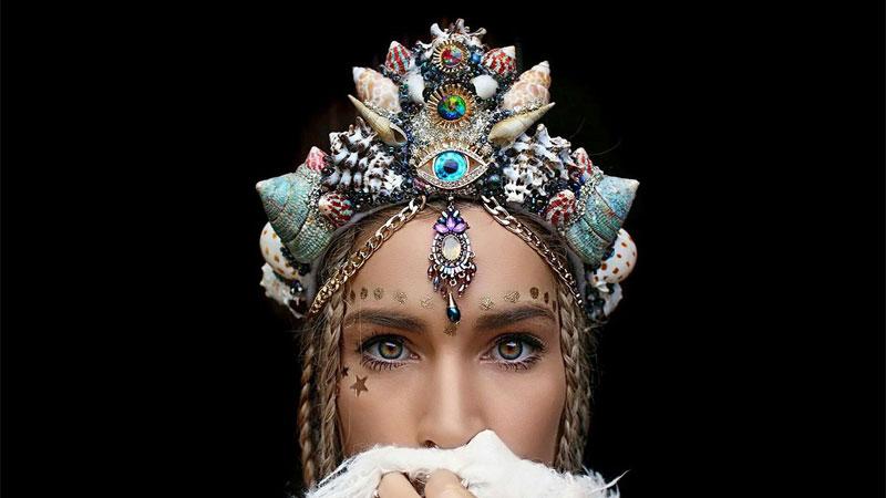 Zaradna Australijka pokazała, jak można łączyć prace z pasją i sprzedaje ręcznie robione korony z muszli. Jej projekty są po prostu piękne