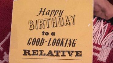 Ta kartka urodzinowa ma 47 lat, była wręczana prawie 100 razy i wciąż jest aktualna. Jak to możliwe?