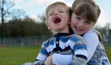Ogromna braterska miłość. Mały chłopczyk chciał umrzeć za siostrę bliźniaczkę