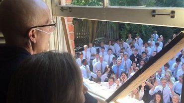 400 studentów odwiedziło swojego profesora, łzy wzruszenia płynęły ze wszystkich oczu