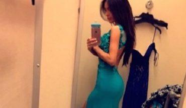 Wydaje się, że to zwykłe selfie, jednak jedna z internautek zauważyła coś, co zdenerwowało wszytkich