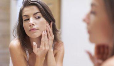 12 najczęściej popełnianych błędów podczas pielegnacji skóry. Sprawdź czego się wystrzegać, by mieć cerę jak marzenie