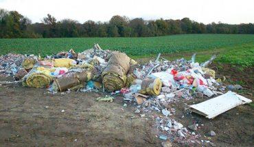 Wywiózł śmieci do lasu i odjechał. Jakie było jego zdziwienie, gdy ktoś zwrócił mu wszystko pod dom
