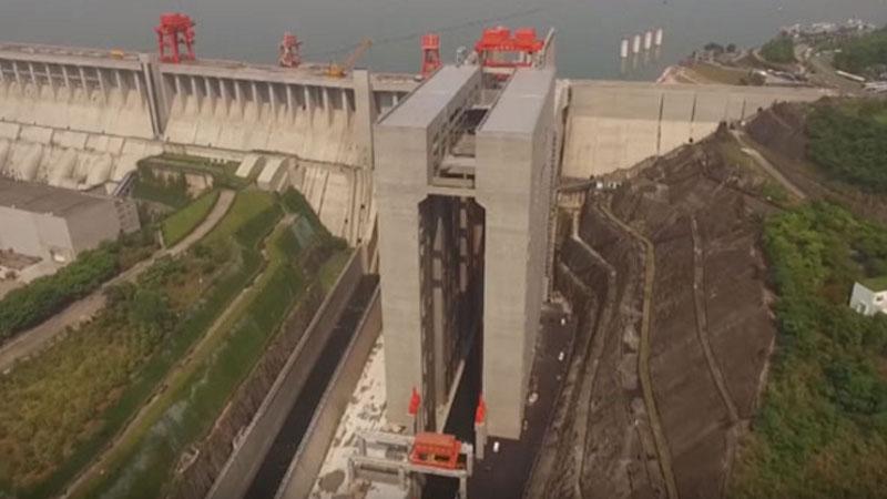 Dla Chińczyków nie ma rzeczy niemożliwych: właśnie skończyli budowę największej na świecie windy, która przewozi... statki!