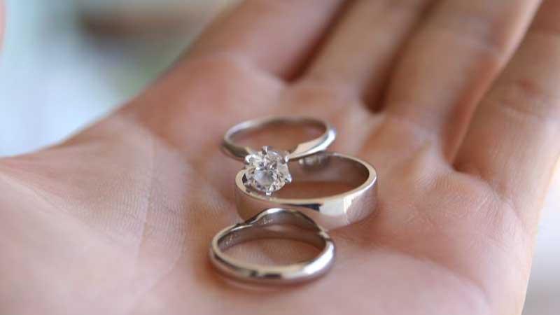 Jak wybrać pierścionek, który ozdobi dłonie? To proste, wystarczy pamiętać o kilku ważnych sprawach