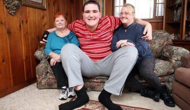 Oto największy nastolatek na świecie! Możesz sobie wyobrazić ile on je?