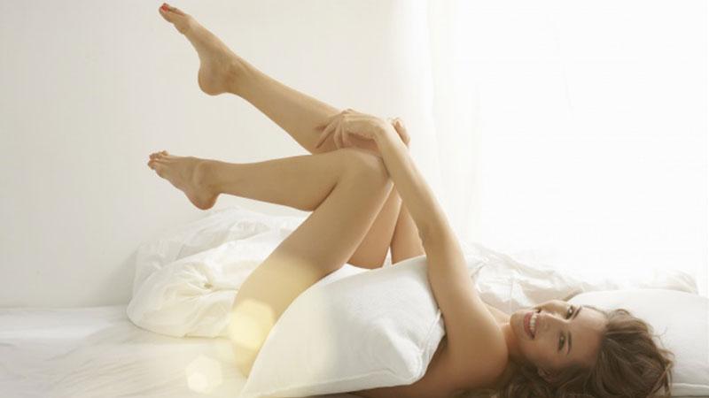 Trzy powody skłaniające do spania nago.Czy przekonają i was do zupełnego zrzucenia pidżam i nocnej bielizny?