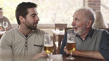 Młody chłopak zaczął tłumaczyć starcowi, dlaczego młode pokolenie jest lepsze. Starzec odpowiedział mu jednym zdaniem