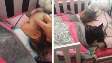 Matka weszła do pokoju córki, by sprawdzić, czy dziecko śpi. To, co zastała kompletnie ją rozczuliło