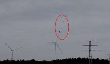 Spadochroniarz wkręcił się w płat śmigła elektrowni wiatrowej! Mężczyzna miał wielkie szczęście i przeżył wypadek