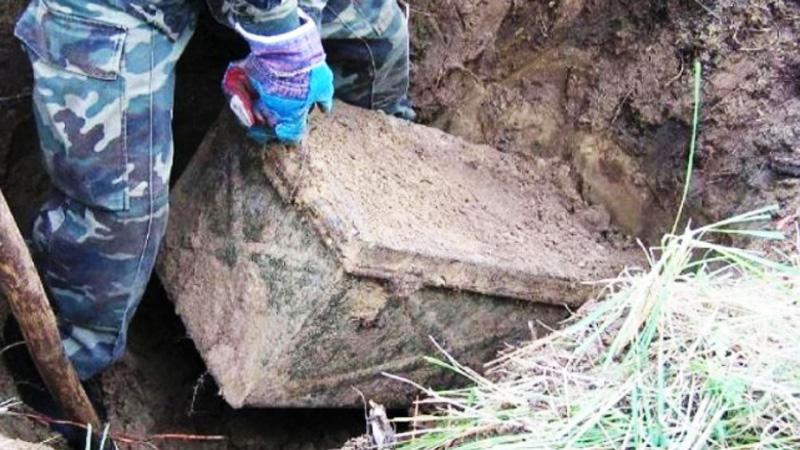 Wykrywacz metali zaczął wariować, gdy znalazł się w pobliżu tego miejsca. Wykopana skrzynia i rzeczy znalezione w środku zdziwiły nawet historyków