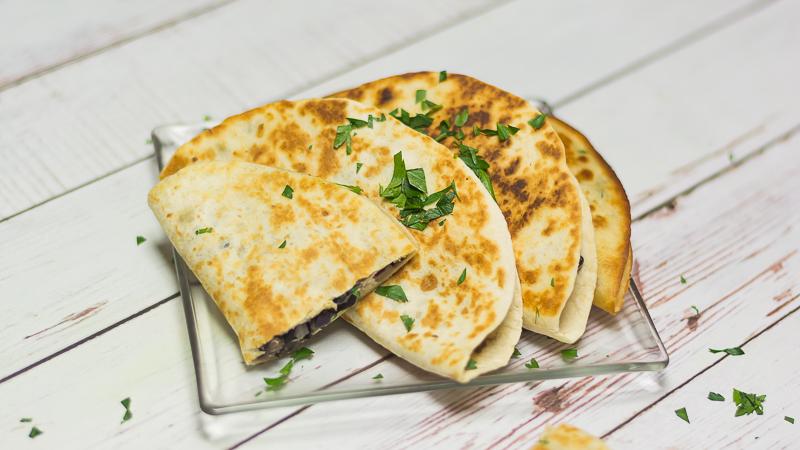 Chrupiące tacos z czarną fasolą i fetą