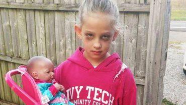 Ta dziewczynka samodzielnie przygotowała sobie przebranie na Halloween, które w dwa dni podbiło internet. Pokazała okrutną prawdę o życiu jej matki