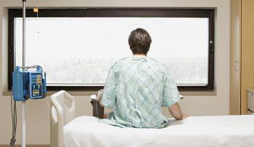 Pacjent ostatkiem sił podniósł się z łóżka, by wyjrzeć przez okno. To, co tam zobaczył, wprawiło go w osłupienie!