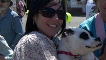 Julie tego psa poznała przypadkiem i pokochała od razu. Zorganizowała też kampanię uświadamiającą ludzi, skąd biorą się takie nietypowe psiaki