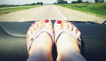 Bethany zmęczona podczas podróży autem położyła nogi na desce rozdzielczej i zasnęła, a gdy się obudziła po jej dawnym życiu nie było już śladu
