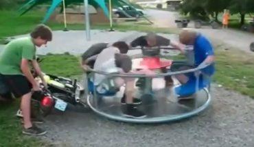 Co się stanie jeśli idioci ze skuterem pójdą na plac zabaw, na którym jest karuzela? Odpowiedzi szukajcie na tych nagraniach