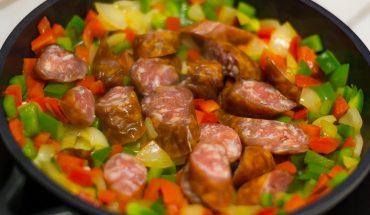 Szybkie stir fry z kiełbasą