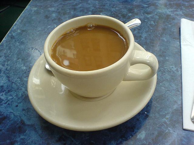 Hän lisäsi raa'an munan kahviinsa ja sai jotain yllättävää. Tätä et varmasti tiennyt!