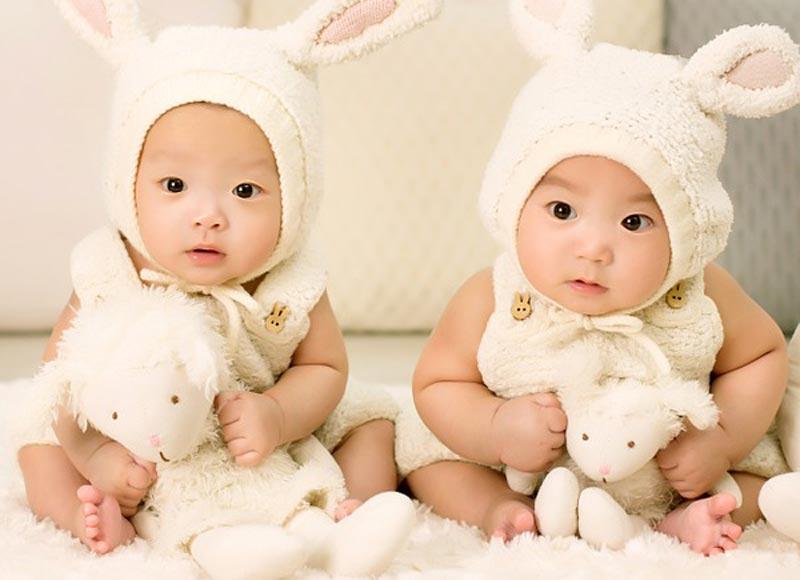 Isä ihmetteli, miksi toinen hänen kaksostytöistään ei näytä lainkaan häneltä. DNS testi antoi hänelle vastauksen
